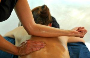 «PIJAT BALI, SHIRODHARA, TÂM QÂT» – Mes expériences du massage lors de mes voyages»